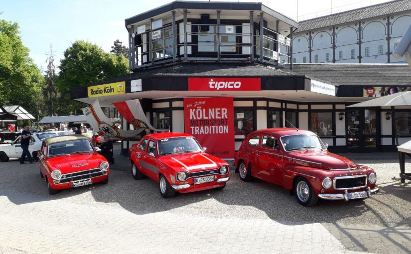 Oldtimer meets Galopprennbahn